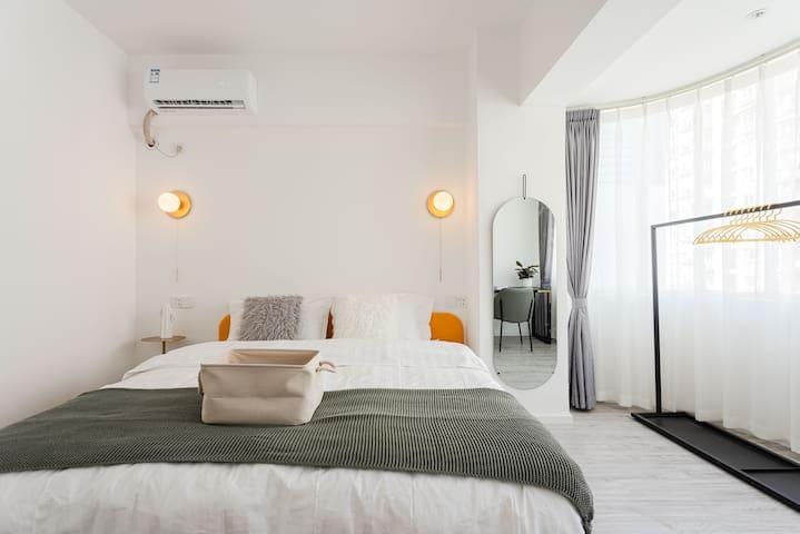 太古里&260大平层&可住14人&带投影带电视双客厅&北欧轻奢大空间&三卫-卧室2(1.8米床)