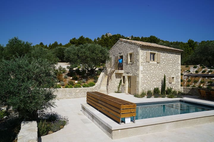 "Amazing Provençal ""Mas"" in an exclusive location."