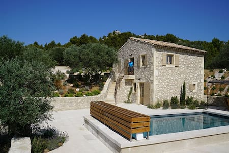 """Amazing Provençal """"Mas"""" in an exclusive location."""
