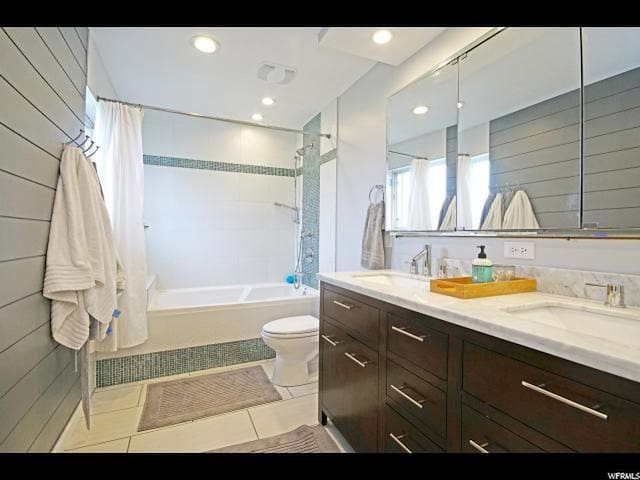 Air jetted tub. Dual sinks.