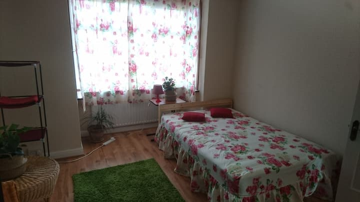 Flower room Double room in London close Heathrow