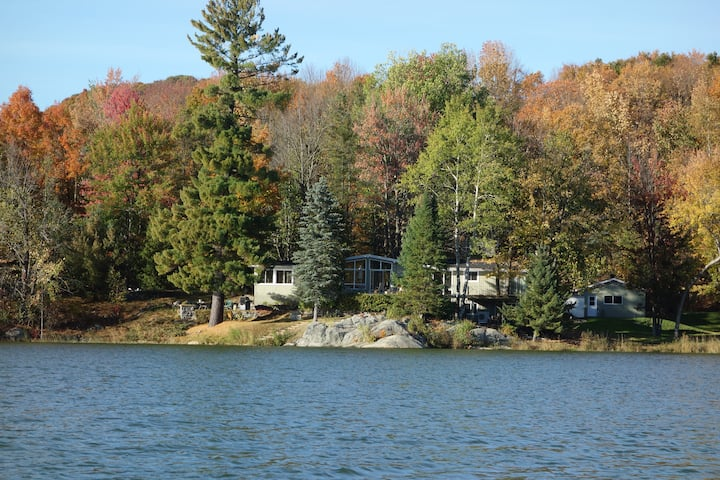 Bromont Lakefront House near Ski hill.