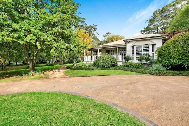 Mirrabooka, Burrawang - beautiful home and 3 acres of gardens in the Southern Highlands