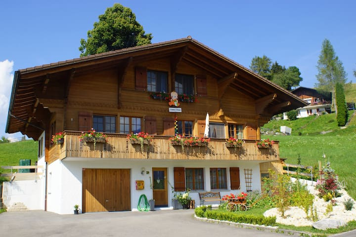 37th Heaven! Stay in a Swiss Chalet - Niesen room