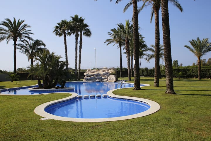 AT075 NOVA TORREDEMBARRA: Apartment with pool 250 m from the beach