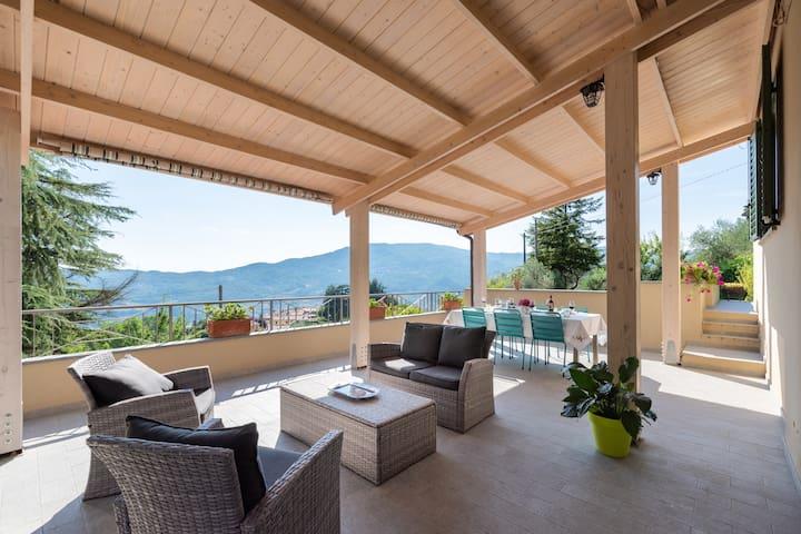 Casa Manilo, Quiet panoramic villa on Tuscan hills