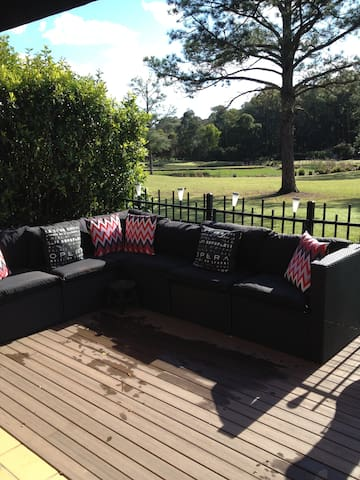 Cosy Bnb on Golf Course - Coombabah