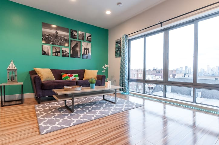 STUNNING 2BR PENTHOUSE VIEWS - 10 MINS to TIMES SQ
