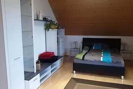Schöne Wohnung für 1 bis 6 Gäste - Deggendorf - Apartment