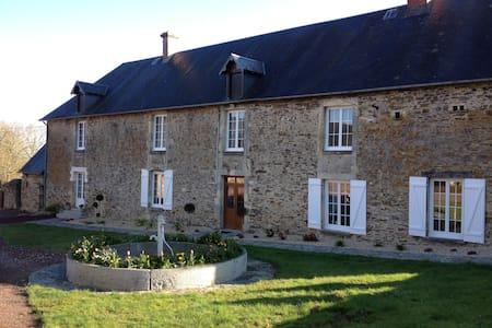 Le Pressoir du Grand Pere offers Bed and Breakfast - Parfouru-sur-Odon