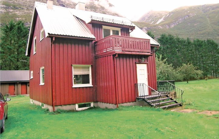 Beautiful home in Gjøra with WiFi and 2 Bedrooms