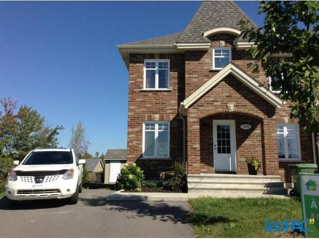 Chaleureuse maison de ville - Sherbrooke