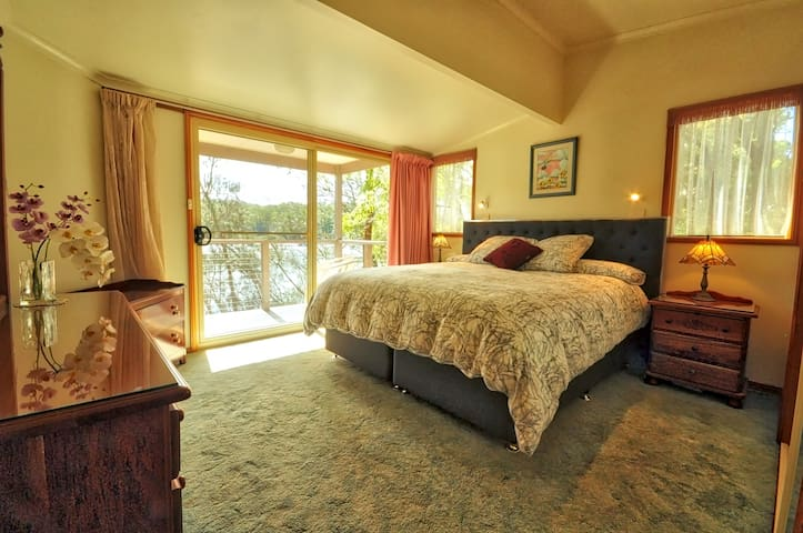 Amazing river views from your bedroom or balcony. - Nelligen - Casa