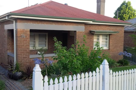 16 on Curran - 3 bedrooms & 2 bathrooms - Orange - House