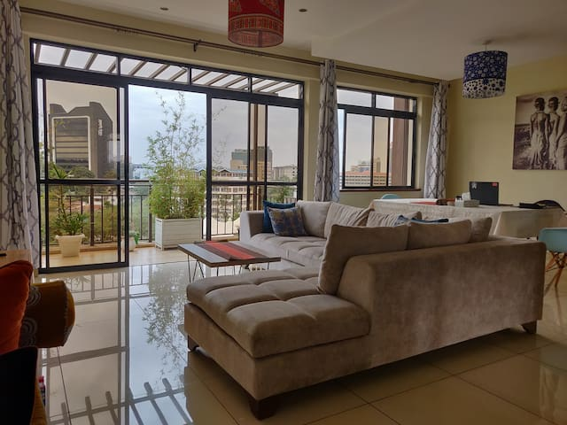 Ensuite Private Room in a Penthouse in ♥ Westlands