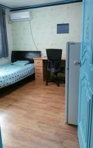 102 Private room + private bathroom