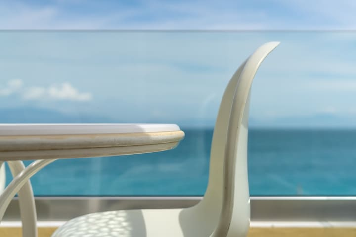Private balcony with unlimited seaview.Enjoy your meals and drinks every hour of the day.