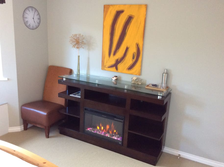 Electric fireplace in the corner room