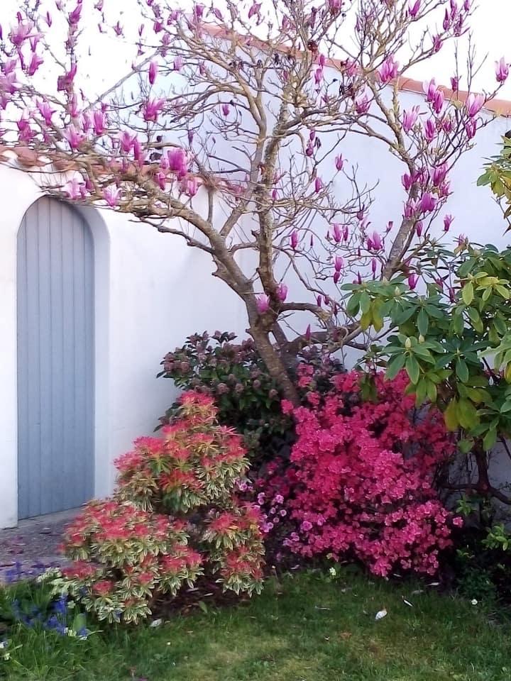 Entre mer et campagne, chambre d'hôte côté jardin