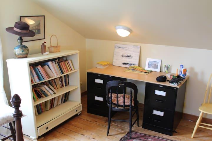Double bedroom writing desk