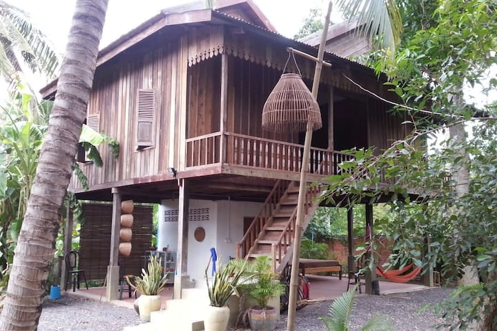 Lovely private room in wooden house - Krong Battambang