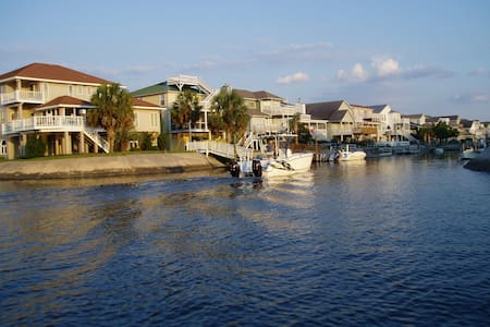 Charming Canal-Front Bungalow - Ocean Isle Beach