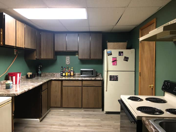 Cozy full apartment close to Perfect north/airport
