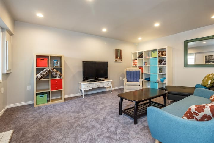 Kid Friendly 2 Bedroom Private Suite - Licensed