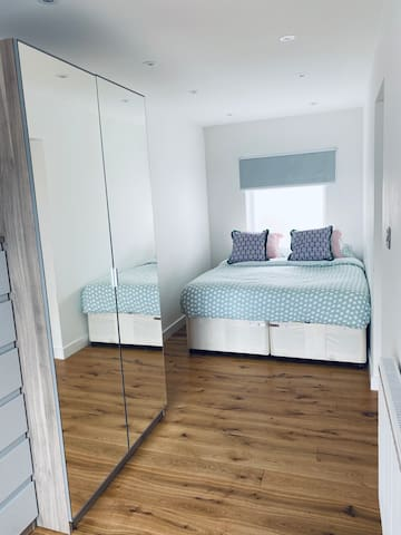 Bedroom 2 (can be arranged as double or 2 singles)