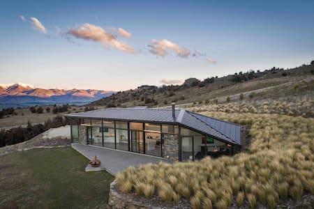 The Hawk House - Rangi Kahu - near Wanaka