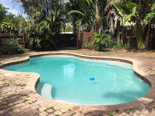 Private room with pool acces in Fort Lauderdale - Wilton Manors - House