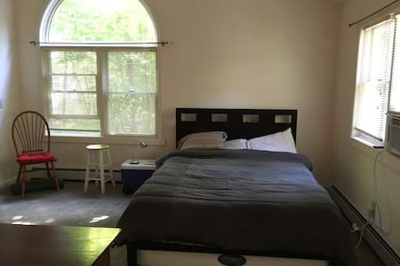 Airy, Spacious Apartment Downtown New Paltz - New Paltz