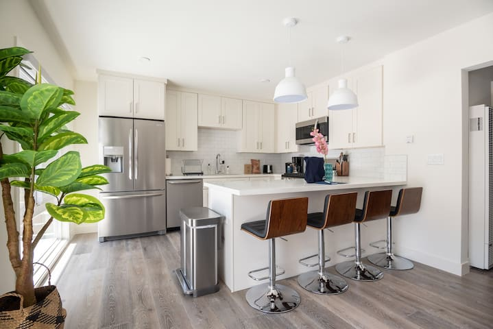 Fantastic 2BR in Redondo Beach + Pet-Friendly