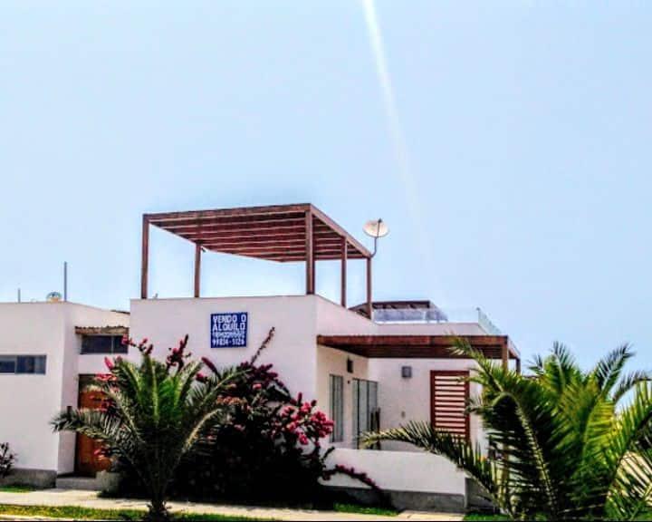 Casa con vista al mar.  fácil acceso a la playa
