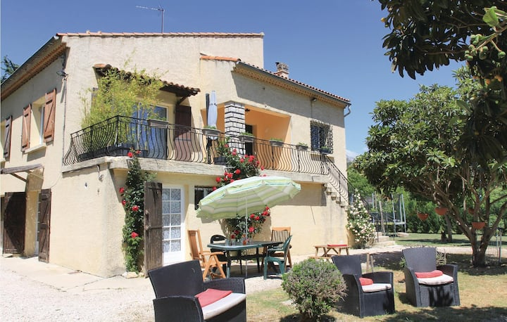 Stunning home in Gemenos with WiFi and 2 Bedrooms