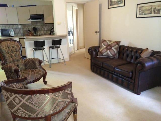 2 bedroom riverside apartment in best location - Claremont - Byt