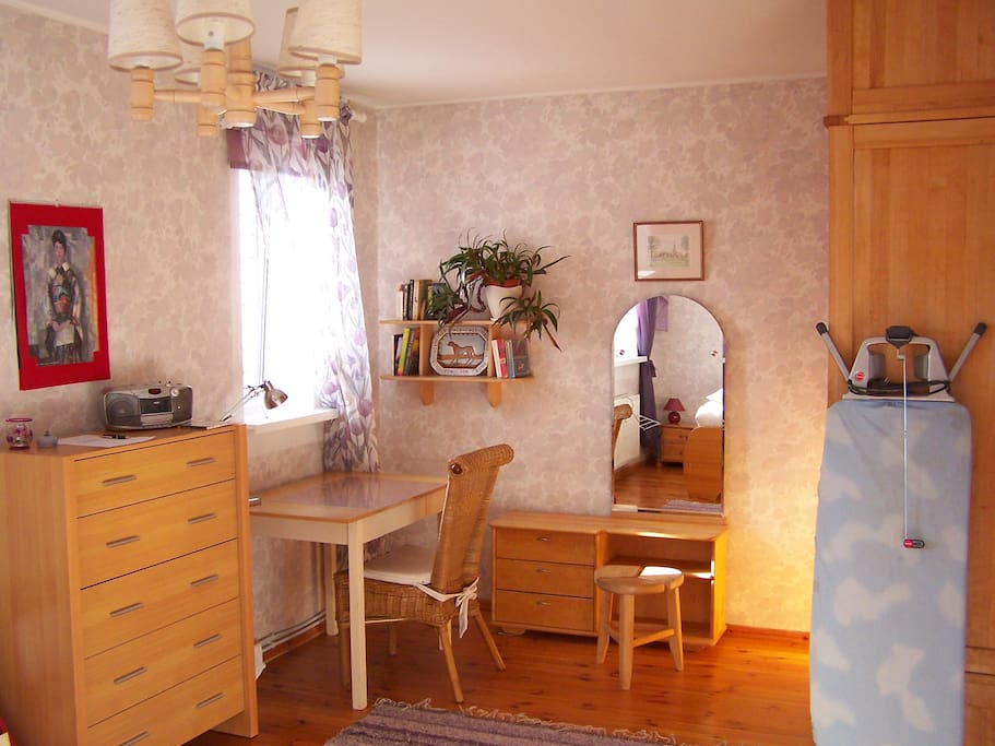 A light and spacious room with a calming atmosphere for 2 persons.