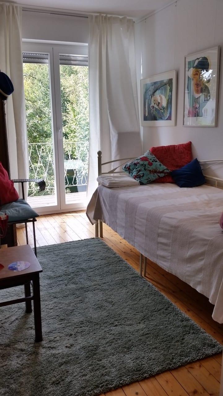 Kleines, aber sehr gemütliches Zimmer mit Balkon