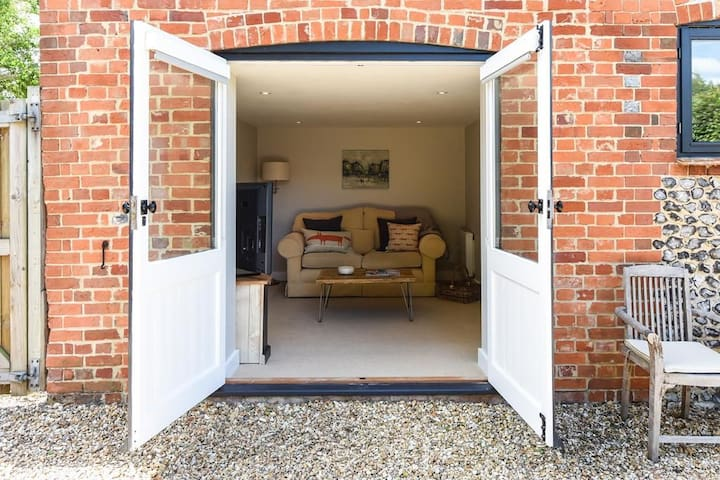 The Moors Coach House Sleeps 2, Stunning holiday accommodation just for two, close to Winchester.