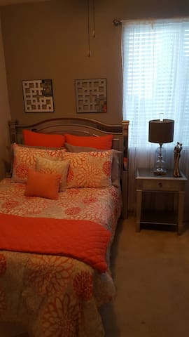 Cozy room and bed with large closet - Manteca - Haus