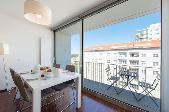 Casas Brancas - Modern Apartment w/ Balcony