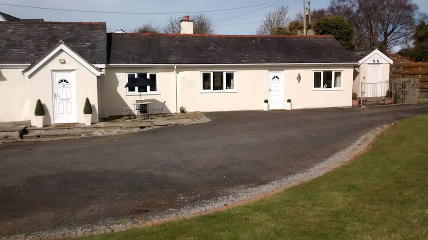 Self Catering Cottage 2 Bedroom - Isle of Anglesey - Bungalow