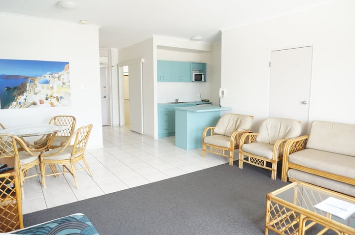 Ocean Views | 1 Bedroom | Centre of Airlie Beach