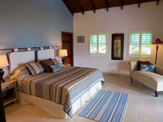 Second master suite with king size or two twin beds