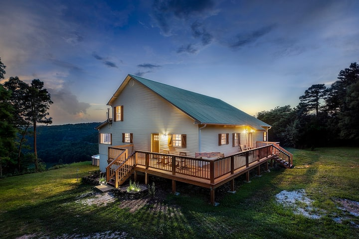 The Perch Family Cabin|Sleeps 18 |Pool with a View