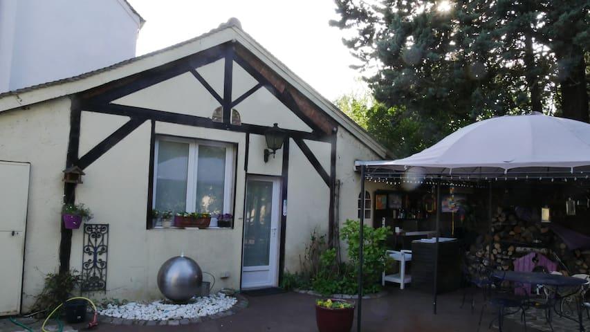 Gîte de charme dans un carde verdoyant - Marolles-en-Brie - Casa de hóspedes