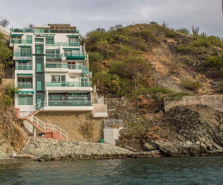 HOTEL LARGE BEACH ( HABITACIÓN LUNA)