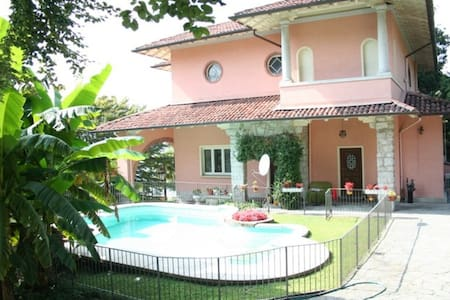 The yellow suite with swimming pool - Verbania