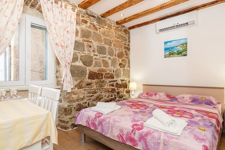 Lovely apartment without kitchen, 250 to RIVA, 2.