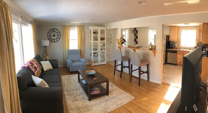 Super Bowl ready house, great location. Cozy home.